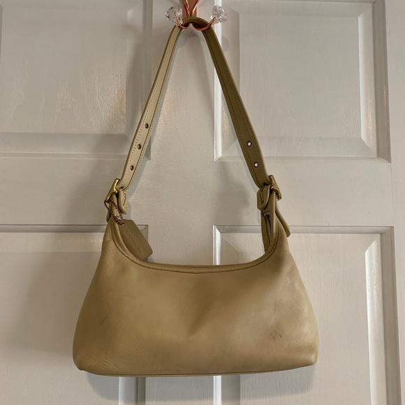 Coach Handbags - Coach Vintage 9059 Cream Leather Shoulder Bag